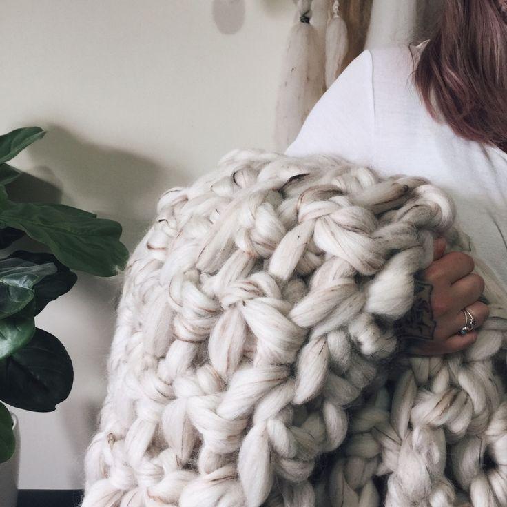 Chunky Throw in Linen Fleck. Hand Crochet by Sara @ Elke's Room