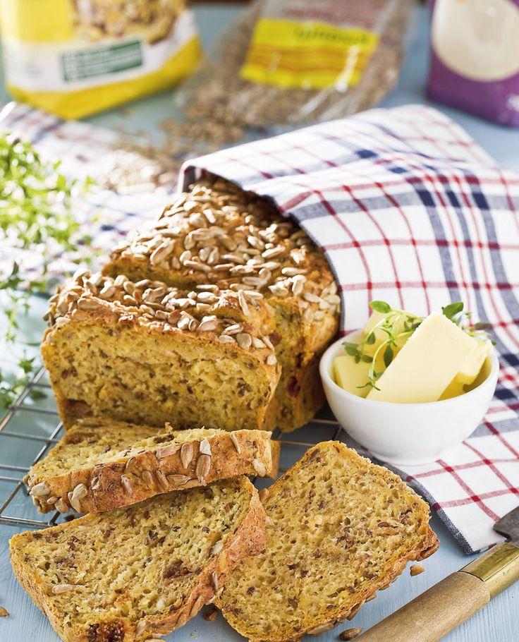 Finns det något bättre än att vakna till doften av nybakat bröd! Sätt degen på kvällen och njut av ett härligt glutenfritt morotsbröd till frukost!