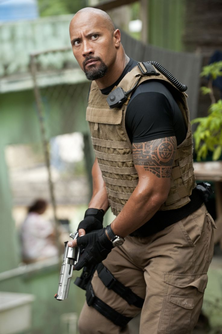 Les protagonistes Vin Diesel, Paul Walker et Dwayne Johnson mettent la gomme dans ce thriller d'action torride truffé de cascades spectaculaires, de bolides carénés et de filles ravissan…