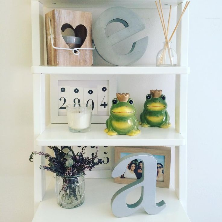 ¿Quieres una estantería así? Confía en www.imagoone.com y crea tus letras decorativas
