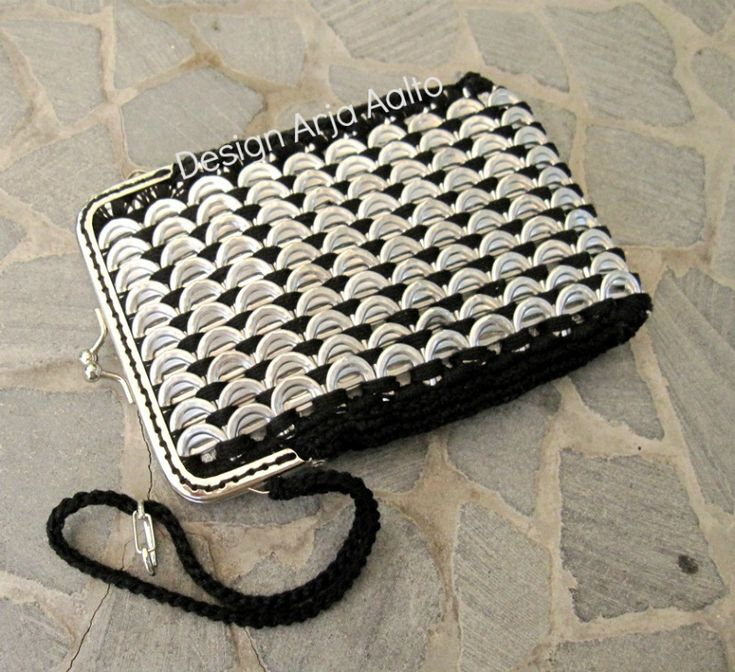 Mobile purse. Made of soda can tabs. More creations on page: http://www.facebook.com/ArjasUni