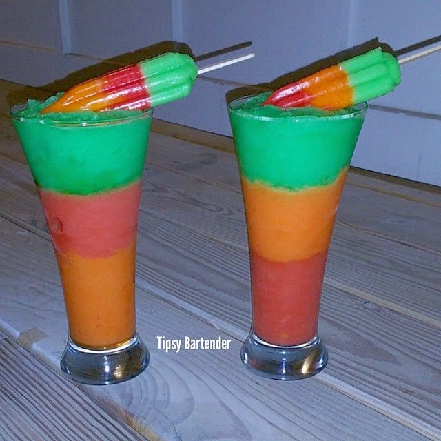 Frozen Hawaiian Punch Cocktail - For more delicious recipes and drinks, visit us here: www.tipsybartender.com