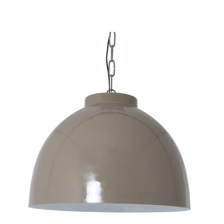 Mooi door haar eenvoud! Deze mooie grote hanglamp in de trendkleur taupe is gemakkelijk te combineren in meerdere interieurs. Hanglamp Kylie in het taupe is vervaardigd van metaal en heeft een witte binnenkant. De lamp heeft een diameter van 60cm en een hoogte van 42cm. Hanglamp Kylie is in meerdere kleuren en kleuren te verkrijgen! Deze robuuste hanglamp is afkomstig van het merk Light & Living.