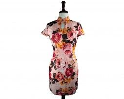 Feminine floral qipao that just hug the curve of your body