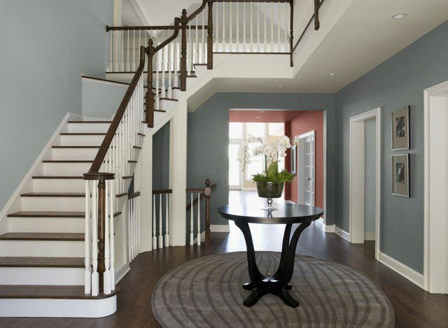 déco entrée maison et escalier quart tournant haut en gris-bleu