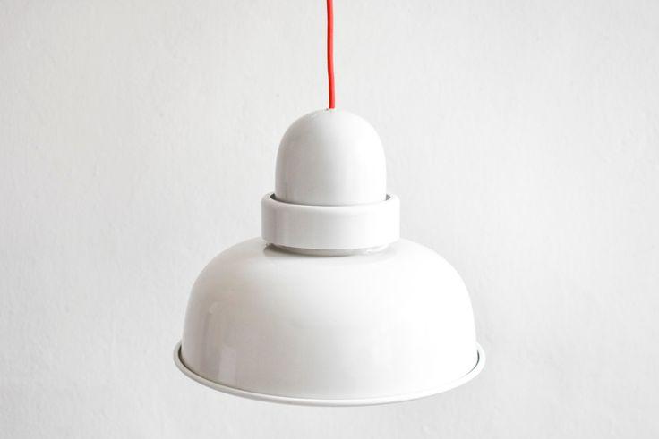 Vintage Glocken Lampe, 70er Jahre Lampe, Hängelampe 70er, weiße Lampe, weißer Lampenschirm Metall, Hängelampe weiß,  Ref: 512 by MightyVintage on Etsy