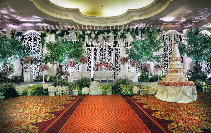 STAGE CAN BE MADE IN U SHAPE FOR GUEST TO QUEE SO THE CENTER SHOULD BE FREE AREA AN MAYBE THE BUFFET TABLE