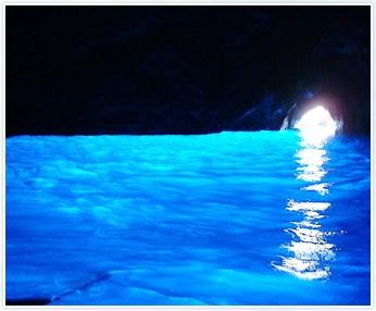 カプリ島 青の洞窟 inイタリア。 神秘的だぁ。。。ここもパワースポット♪。