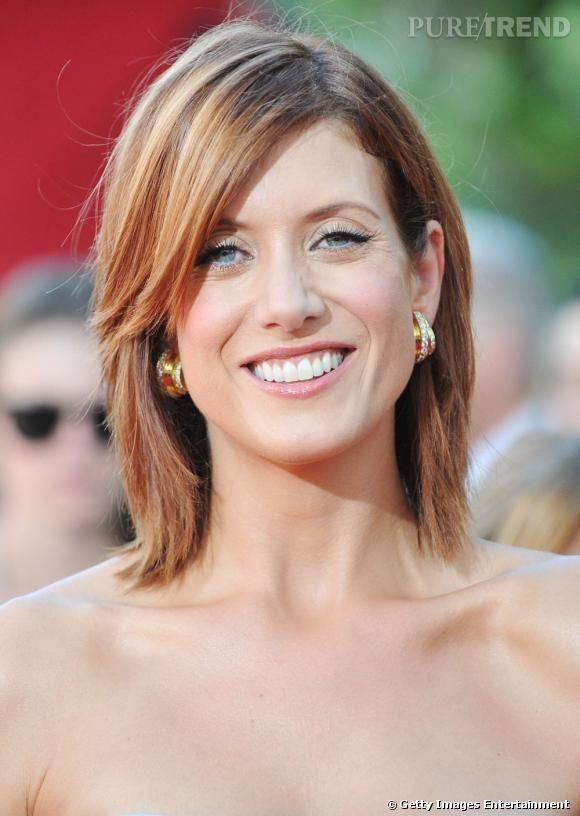 """Passée au roux pour son rôle dans """"Grey's Anatomy"""",  Kate Walsh  décide de changer de tête en coupant ses longueurs et adopte le carré mi-long agrémenté d'une frange mèche."""