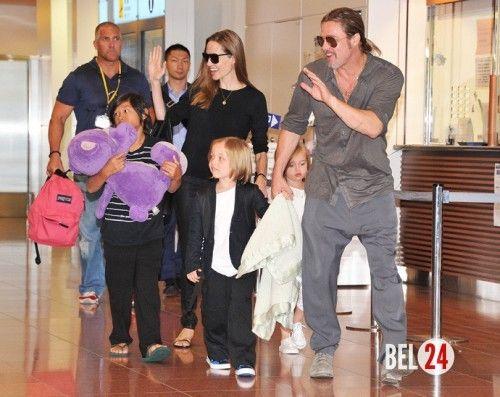 Брэд Питт помогает Анджелине Джоли в подготовке ко Дню Благодарения. Как звездное семейство готовится к традиционному американскому празднику?26 ноября в Америке празднуют День Благодарения – пожалуй, один из главных семейных праздников у американцев. Не стан�