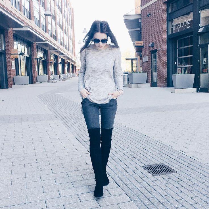 Early morning walk around the neighborhood. Still in boots and sweaters. 🙌🏻    #brookland #brooklandartswalk #stuartweitzman #inourshoes #loveloft #greyongrey    Grey Henry