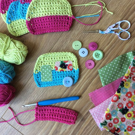 This is a pdf pattern to make a cute crochet caravan bunting. It contains step by step instructions and photographs. The caravan bunting is made to