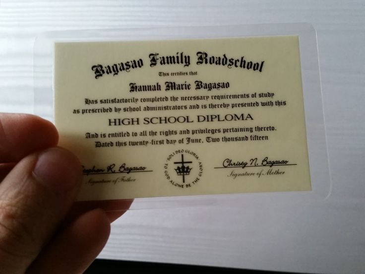 You can add honors stickers, seals, signatures, handwritten lettering, and all sorts of different alterations that make each diploma truly unique. #HSReview #HSGraduation #Diplomas #homeschool #customerreview #review #homeschooldiploma