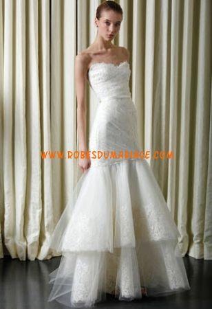 Monique Lhuillier belle robe de mariée sans bretelle ornée de ...