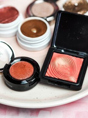 Top single eyeshadows, that you need to try. Including products from Colourpop, Urban Decay, Stila, KIko and NYX. The NYX Prismatic eyeshadow in Fireball and Kiko Water eyeshadow. The Violet Blonde - beauty and lifestyle blogger.
