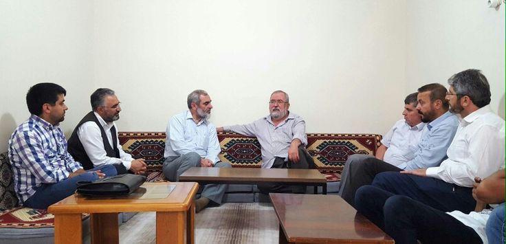 Ankara Vahdet Vakfı'nda, muhterem Hüsnü Aktaş hocamızla beraberiz. Hasbihal ve istişarelerde bulunuyoruz.