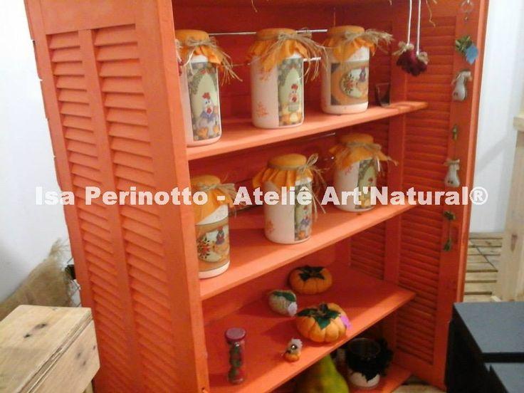 móveis ecológicos, armário produzido com janelas de demolição