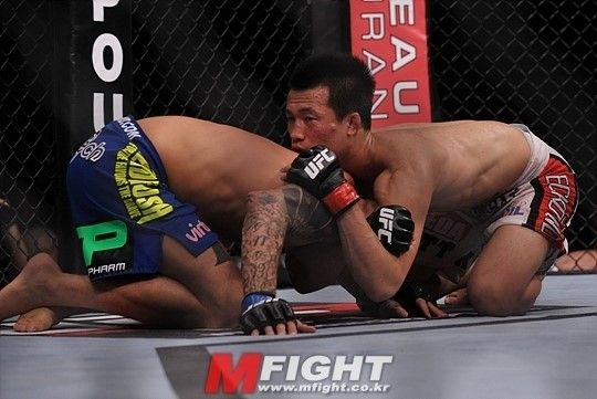 UFC 홈페이지 '정찬성 2012년 최고의 서브미션 1위 ... UFC Submission of Year '2012 ... 역쉬 Korean Zombie ^^