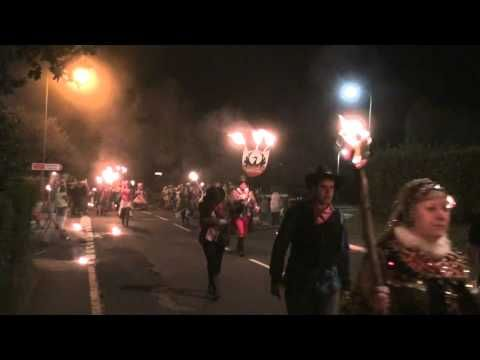 ▶ Crowborough Carnival 2012 Part 7, torchlight, Maresfield, to Burgess Hill - YouTube