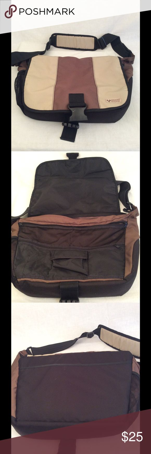American Eagle Outfitters Bags - American Eagle Messenger Bag