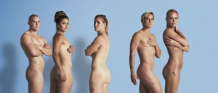 """Noticias ao Minuto - Atletas femininas de rugby despiram-se contra o preconceito-Cinco estrelas da seleção feminina de Rugby inglesa (sevens) decidiram despir-se de preconceitos. As jogadoras que irão marcar presença nos Jogos Olímpicos do Rio de Janeiro quiseram """"celebrar os seus tipos de corpos diferentes"""", segundo escreve o Daily Mail."""
