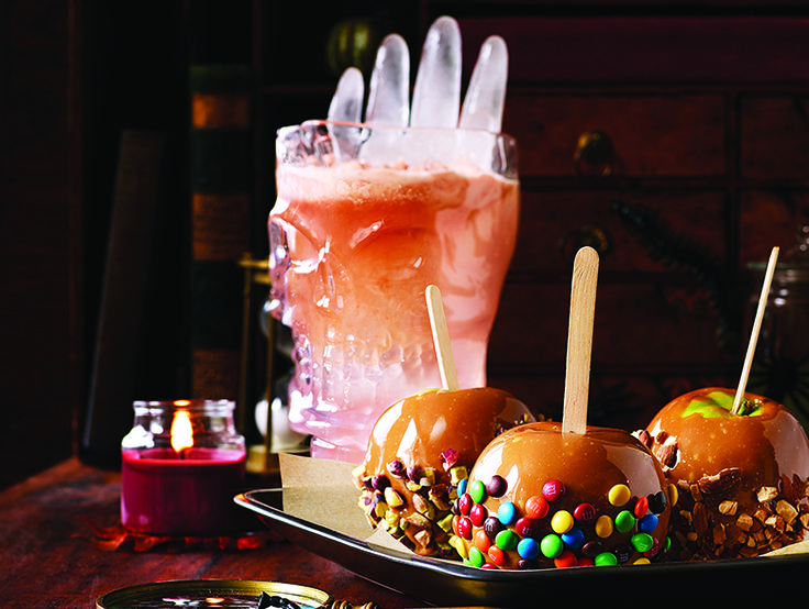 TIP: freeze water in a clean latex glove to make a giant hand-shaped ice cube! #diy #halloween #halloweendecor