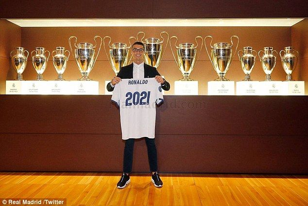 Ronaldo signed a deal with Real Madrid to keep him at the Bernabeu until 2021