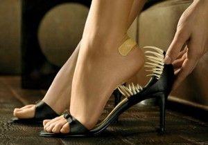 Эффективные средства от мозолей на ногах  Мозоли на ногах – это утолщение верхнего слоя кожи, которое вызвано трением темной обуви. Они не только приносят неудобства с болью, но и не дают возможность носить красивую и модную обувь. Как избавиться от мозоли на ногах?