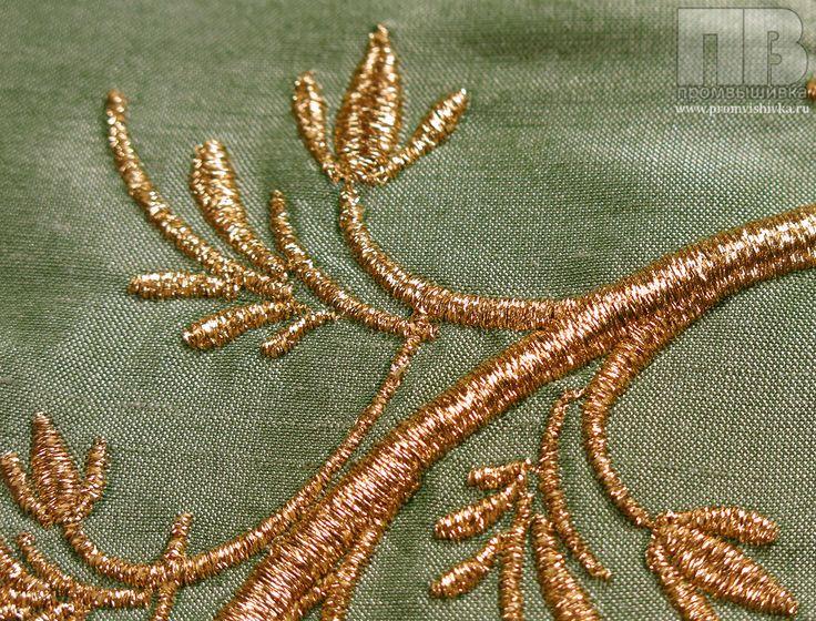 Вышивка вензеля на подушках
