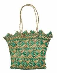 ME011487 Kete Whakairo (bag)