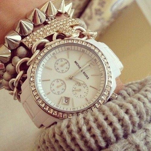 is a brilliant accessory that is a watch that clock to tie stones sparkle around Creamy color is your cost is $ 320.50