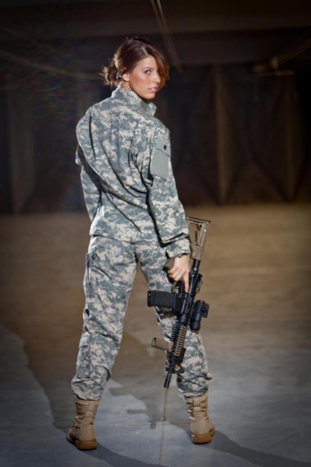 Pin på Girls With Guns!