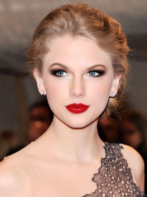I love Taylor Allison Swift