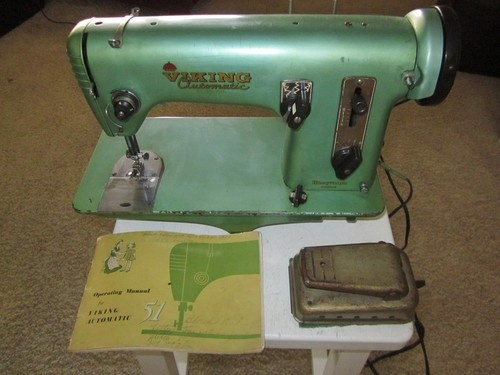 VINTAGE HUSQVARNA VIKING SEWING MACHINE MODEL 40 WITH ATTACHMENTS Classy Viking Sewing Machine Models