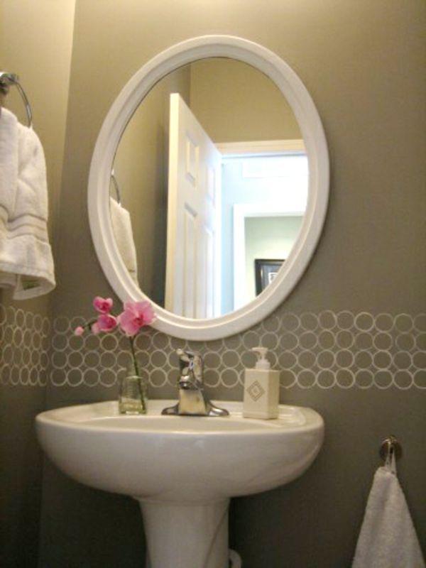 farbidee für wände im badezimmer  - graue hauptfarbe und weiße bemalungen - 62 kreative Wände streichen Ideen – interessante Techniken
