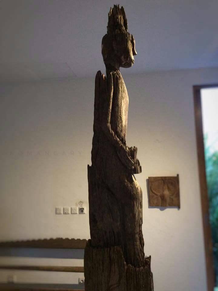 Large Hampatong 'Ancestor figure' | Dayak Tribe | 19th Century or older | Iron Wood | Komangary Indonesian Tribal Art