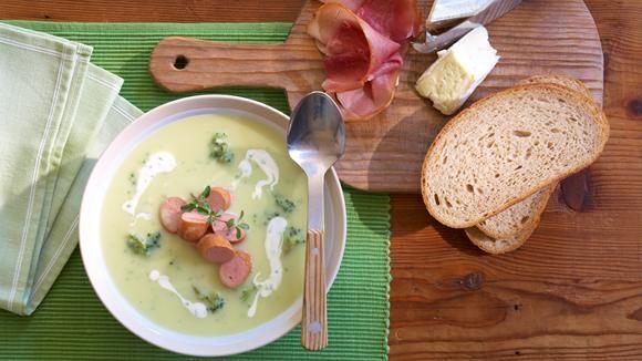 Blumenkohl-Broccoli-Suppe mit Frankfurter Würstchen