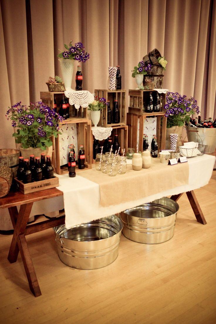 Las barras también deben ir en mobiliario de acuerdo con toda la decoración de la boda… Barras de postres, de bebidas, de quesos, etc… para que todo el diseño tenga coherencia  http://www.pieceofcake-wb.com