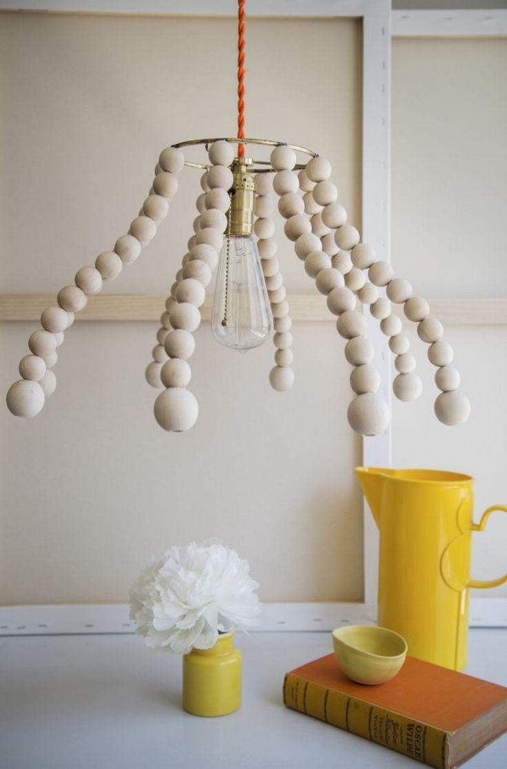 kronleuchter-selber-machen-holzperlen-alter-lampenschirm