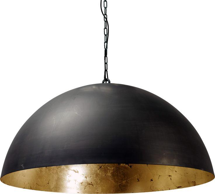 ZWAARTAFELEN I Elegante lamp met matzwarte buitenkant en gouden binnenkant I #interieur #interior #inspiratie #indian #summer I www.zwaartafelen.nl