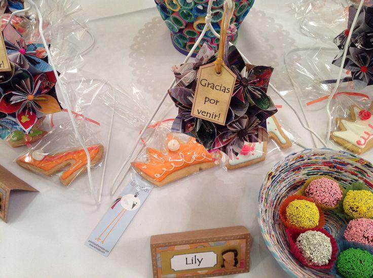 Té de amigas: cumpleaños Nro 50 de Lily y sus cuatro mejores amigas. La torta, galletas, trufas y alfajores fueron gentileza de Farinetas http://pinterest.com/farinetas/
