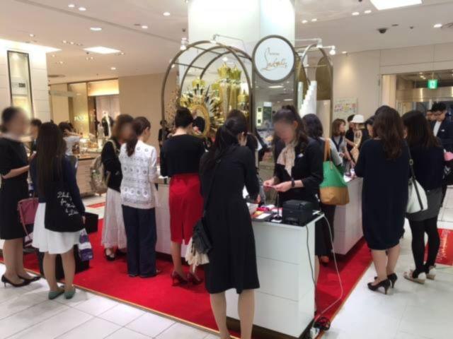 「クリスチャン ルブタン」コスメ 阪急うめだ本店の初日売り上げは500万円 | BRAND TOPICS | BEAUTY | WWD JAPAN.COM