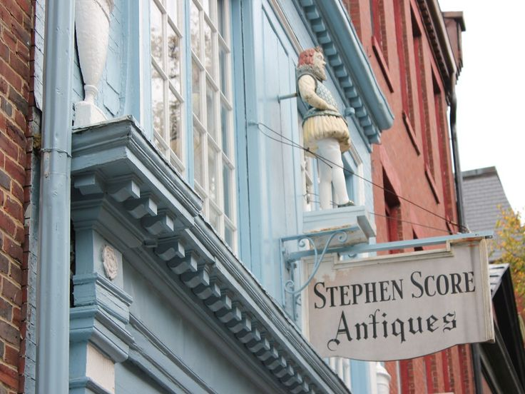 Set back from Beacon Hill's main drag of Charles Street is a tiny powder-blue storefront (the only hint of color among blocks and blocks of traditional brick buildings) where you'll find old weather vanes, painted furniture, hooked rugs, American Impressionist paintings, and folk art.