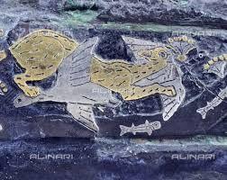 Pugnale con felino che insegue uccelli: particolare; XVI secolo a.C.; damaschinato in oro, argento, bronzo e niellato; Micene; Museo Archeologico Nazionale, Atene.