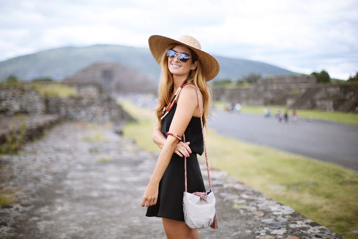 Casual Look. Look con sombrero. A trendy life. #casual #blacklook #hat #embroideredbag #uglyshoes #summerlook #mexico #travel #holidays #details #topshop #sheinside #suiteblanco #birkenstock #sarenza #outfit #fashionblogger #atrendylife www.atrendylifestyle.com