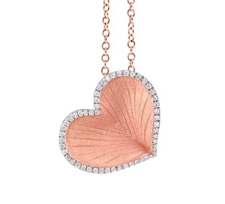 Настоящая любовь совершает чудеса. Золотая подвеска с бриллиантами в форме сердца символизирует весь мир, который хочется подарить своей половинке. Ювелирное изделие принесет много положительных эмоций. Украшение, с которым невозможно скрывать свои чувства, ведь кулон всегда рядом с Вашим любящим сердцем.