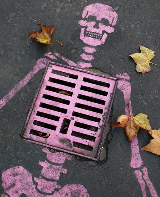 """Street Art - """"Oh dem bones, oh dem bones, oh dem - dry bones"""""""