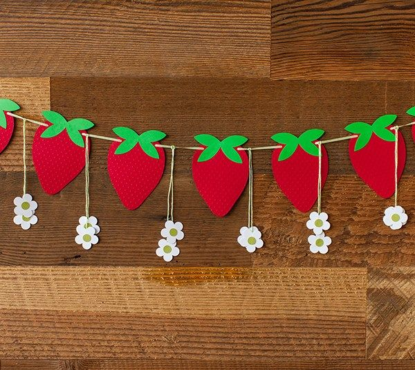 Strawberry Social Banner with Flowers by Laura Richey. Make it Now with the Cricut Explore machine in Cricut Design Space.