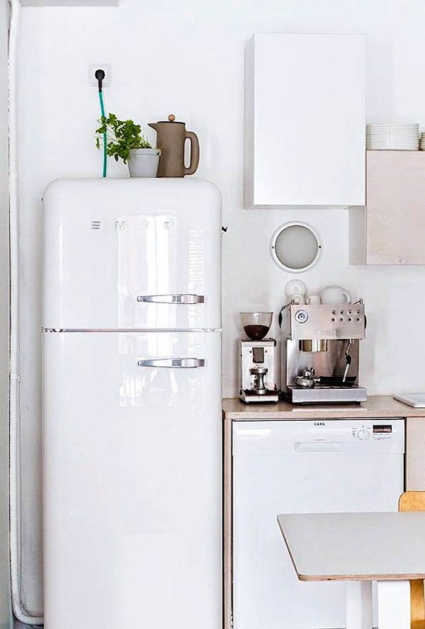 Smeg fridge - Interior Break