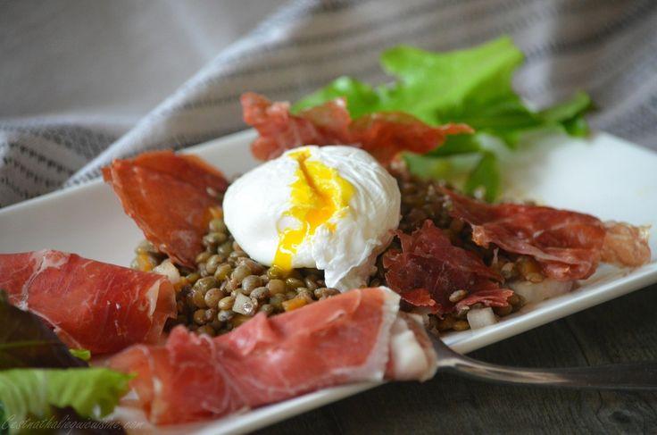 Salade de lentilles, oeuf poché et chips de jambon pata negra